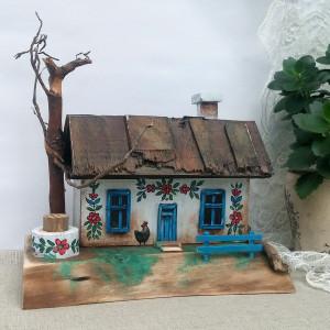 Drewniana chata malowana w kwiaty (nr 4)
