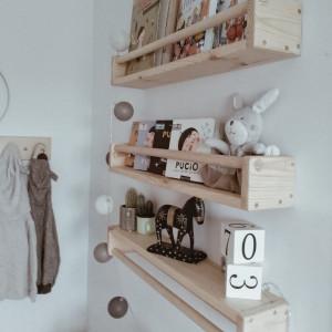 Drewniana półka na książki do pokoju dziecka