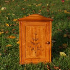 drewniana szafka na klucze