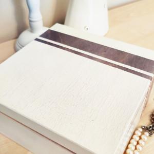 Drewniana szkatułka z efektem popękanej bieli