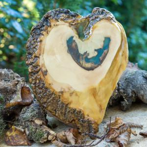 Drewniane bieszczadzkie serce żywic C11