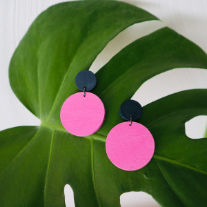 Drewniane kolczyki boso granatowo-różowe