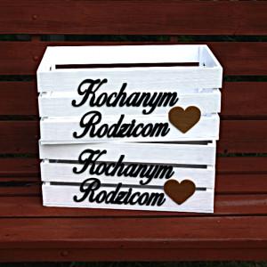 Drewniane skrzynki z napisem