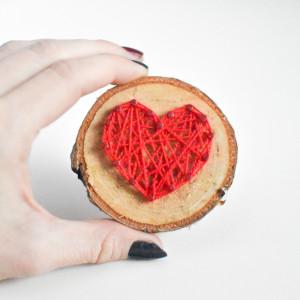 Drewniany magnes na lodówkę z sercem Serce