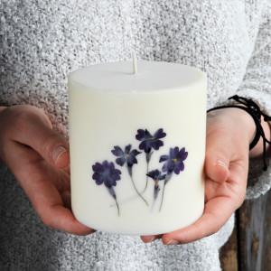 Duża, świeca sojowa KARiTEe z kwiatami