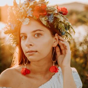 Duże kolczyki kwiaty czerwone złote na wesele boho