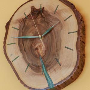 Duży Piękny Zegar orzech z zieloną żywicą
