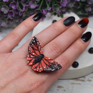 Duży pierścionek czerwony motyl - regulowany