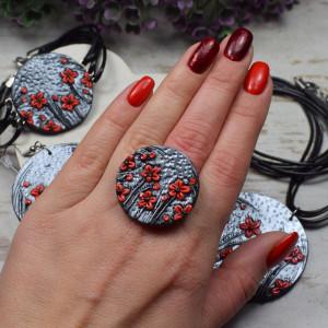 """Duży, regulowany pierścionek """"czerwone kwiaty"""""""
