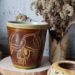 Duży wazon ceramiczny z rysunkiem kwiatów fuksji