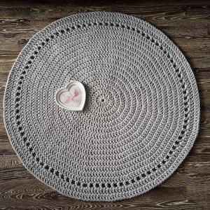 Dywanik z delikatnym ażurem 100cm