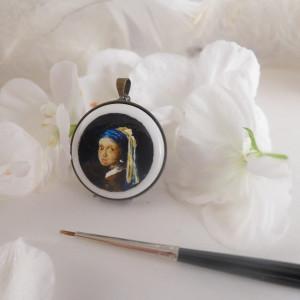 Dziewczyna z perłą, Vermeer  naszyjnik