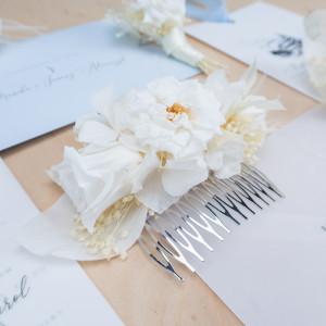 Ekskluzywna biały kwiatowy grzebyk ślubny