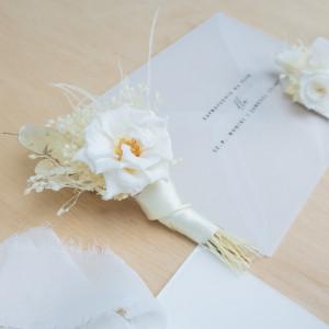 Ekskluzywna ozdoba do butonierki biała dzika róża