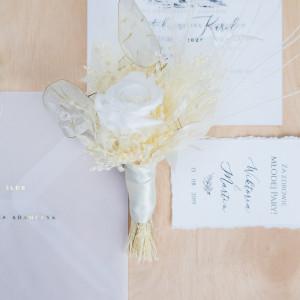 Ekskluzywna ozdoba do butonierki biała róża