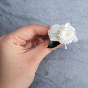 Ekskluzywne ślubne kwiatowe ozdoby do włosów biel3