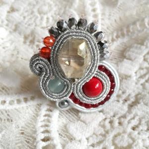 Elegancki pierścionek sutasz
