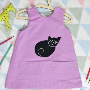 Fioletowa sukienka dwustronna z kotkiem (86 cm)