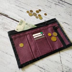 Fioletowy portfel