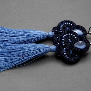 granatowo-niebieskie kolczyki lub klipsy sutasz