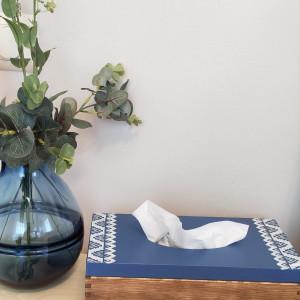 Granatowy chustecznik