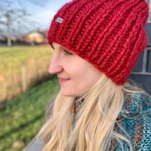 gruba.ciepła czapka ciemna czerwień