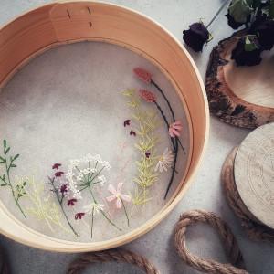 Haft na przetaku (sicie) - kwiaty łąkowe