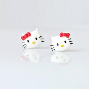 Hello Kitty - maleńkie kolczyki wkrętki