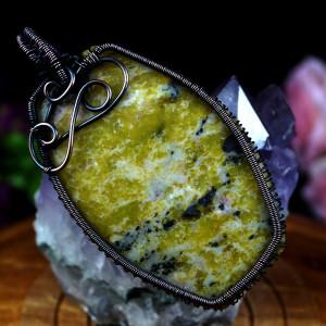 Jaspis, Wisior z miedzi z jaspisem zielonym.