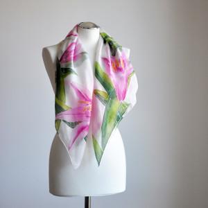 Jedwabna malowana chusta - lilie