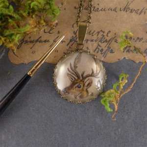 Jeleń, ręcznie malowany naszyjnik