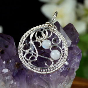 Kamień księżycowy, srebrny wisiorek