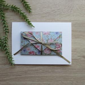 Karta z kopertą kwiaty na błękicie
