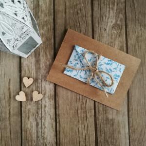 Karta z kopertą niezapominajki rustykalna