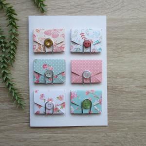 Karta z kopertami w kwiaty i motyle