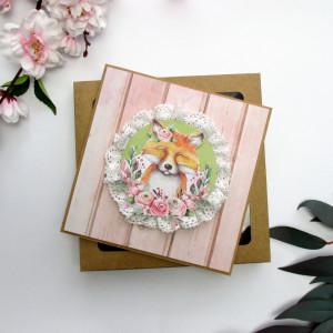 Kartka okolicznościowa w pudełku lis i kwiaty