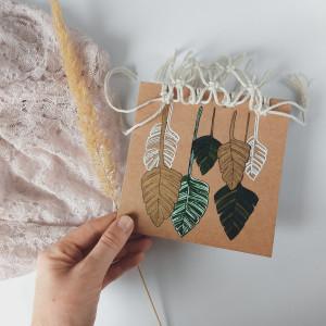 Kartka ręcznie malowana pleciona ze sznurkami Eco