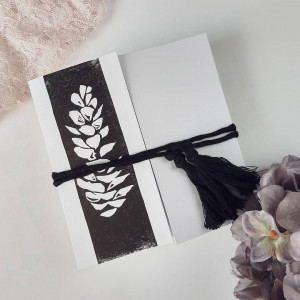 Kartka z chwostem minimalistyczna Szyszka