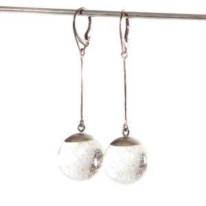 Kolczyki kulki ze srebrnym pyłem.