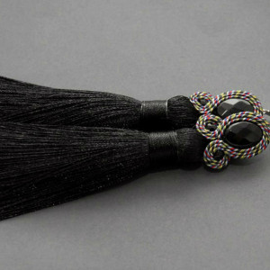 kolczyki lub klipsy sutasz z kolorowym sznurkiem