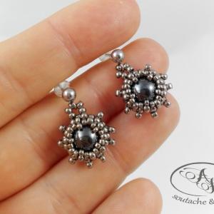 Kolczyki małe z hematytem srebrne Silver Flower