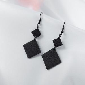 Kolczyki romby z kolekcji Noir