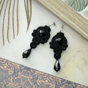 kolczyki Sutasz czarne sztyft długie kryształki