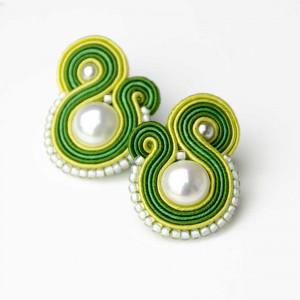 Kolczyki sztyfty z perłą jasnozielone