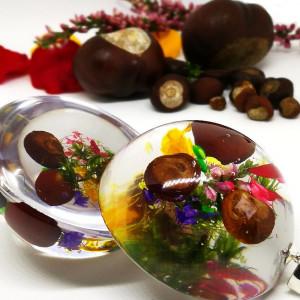 Kolorowa jesień, kasztany w naszyjniku z żywicy