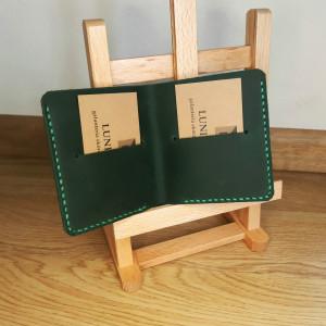 Kompaktowy cienki ciemnozielony skórzany portfel