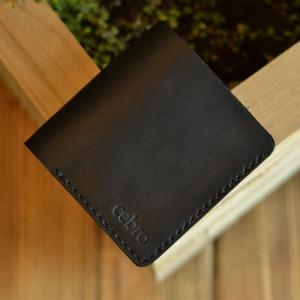 Kompaktowy cienki czarny skórzany portfel