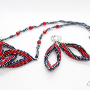 Komplet biżuterii  z koralików  -  węzeł celtycki