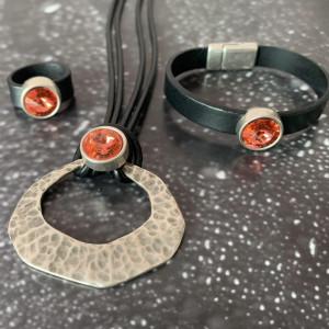 Komplet biżuterii ze słynnym kryształkiem