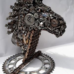 Koń z metalu